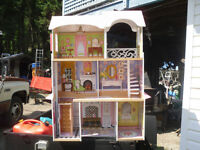 DOLL HOUSE  WOODEN GIRL