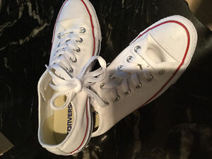 BRAND NEW!! Never worn ladies size 8.5 CONVERSE ALL STAR RUNNER