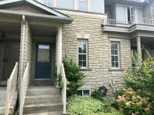 Richmond Hill - A very clean 3 bdrm townhouse for rent
