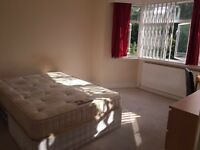 2 huge twin room available in Hendon way