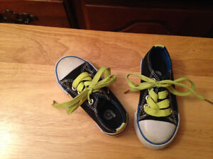 Boys size 6 Toddler Sneakers