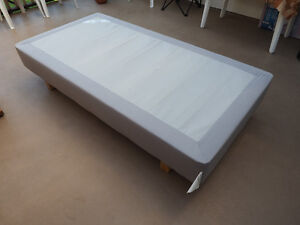 SOLID WOOD MATTRESS BASE, TWIN SIZE North Shore Greater Vancouver Area image 1