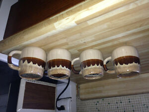 4 decorative mugs