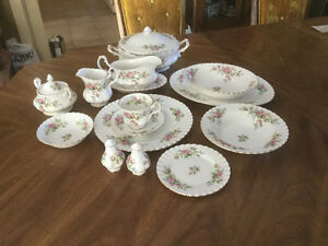 """Royal Albert """"Mose Rose"""" - 12 Place Setting - Made in England"""