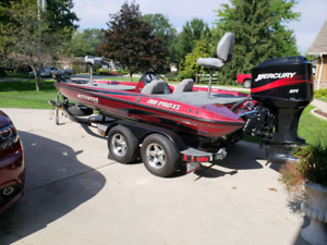 2003 Stratos bass boat