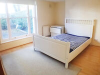 Fantastic 3 bedroom - laminate flooring - neutral decor - conservatory and private garden
