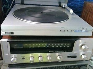 Vintage SANSUI Receiver with Turntable and Speakers