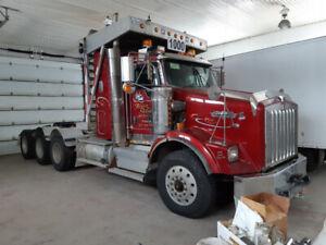 camion forestier avec trailleur 12 pieds large