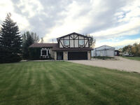 Two-storey 2276 sq ft home on 4 acres just 10 mins south of Wpg