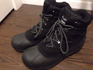 Men's snow boots (almost new) (size 13)