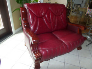ITALIAN LOVE SEAT   REAL LEATHER MAHOGANY WOOD AROUND EXCELLENT
