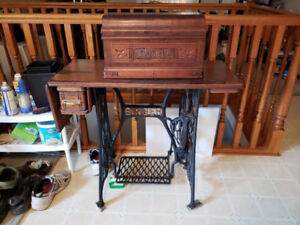 1924ish Singer Sewing Machine w/Eagle Crest, Serviced by SINGER
