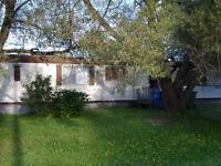 Maison mobile sur beau grand terrain