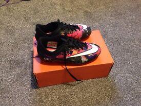 CR7 football boots