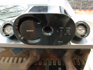 SONY MINI COMPUTER SPEAKERS IN EXCELLENT CONDITION