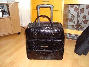 Valise à portable sur roulettes  et accessoires