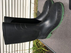 Size 12 Rubber boots