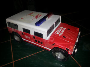 TONKA FIRE RESCUE WITH BRAND NEW BATTERIES INCLUDED ONLY 7$ London Ontario image 5
