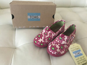 BNWT - Girl Toms Shoes size 11 - Pink Flowers