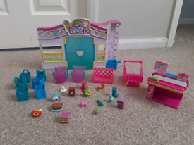 Shopkins Small Mart with Assorted Shopkins