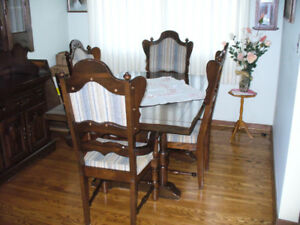 DININGROOM  SET  WITH  6  CHAIRS