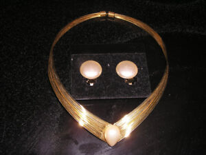 Gold Tone Choker With Faux Pearl & Matching Clip-on Earrings