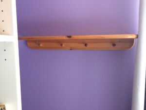 Wooden shelf with 4 pegs
