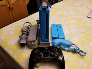 RARE.  BLUE Nintendo Wii . Limited Edition with Pro Controller