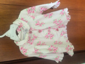 Sweater size 3-6 months