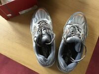 Running Shoes, Saucony, Women's size 7.5, BRAND NEW.