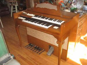 Wurlitzer Organ With Bench
