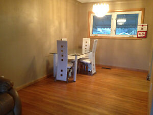 2 bed rooms in south windsor near st. clair college