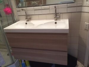 Double vanity with sinks and faucets