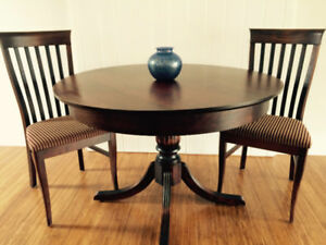 Table and 2 chairs (Geddes)