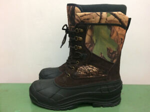 **BRAND-NEW** Boots/ Bottes, Size 11, Not Used at All, $30