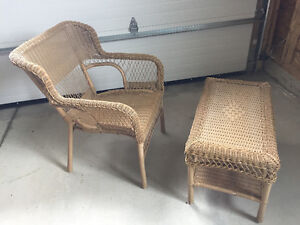 WICKER CHAIR & MATCHING COFFEE TABLE