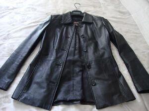 Manteau de cuir avec doublure détachable.
