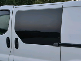 Vivaro Renault traffic Nissan primstar window fitting service