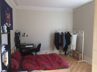 LARGE SUNNY ROOM IN THE LOWER PLATEAU (SUBLET JANUARY-JUNE 438$)