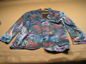 4 Women's Suit Jackets Cornwall Ontario image 2