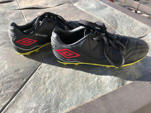 Boys umbro outdoor soccer shoes / cleats size 13