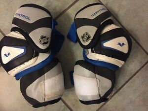 KIDS / YOUTH CCM ELBOW PADS - SIZE INTERMEDIATE LARGE