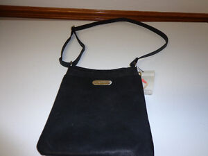 KENNET COLE CROSS-BODY PURSE