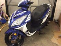 64 2014 Sinnis Shuttle 125cc scooter moped