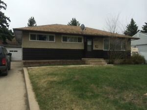 Bright 1 Bdrm plus den close to U of S, shopping and amenities