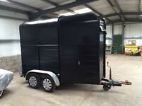 Twin axle horse box . Good condition. Tows well.