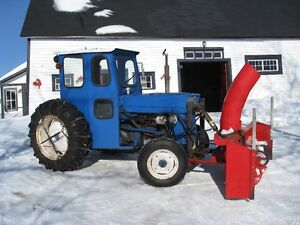 TRACTEUR Massey Ferguson avec SOUFFLEUSE à neige