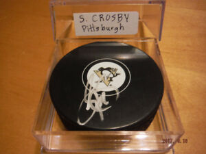 AMAZING AUTHENTIC AUTOGRAPHED NHL SUPERSTARS PUCKS !!!