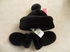 Old Navy Infant Hat and Mittens in Black