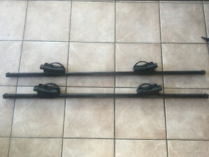 "Thule roof rack: square bar 50"" and crossroad foot pack 450"